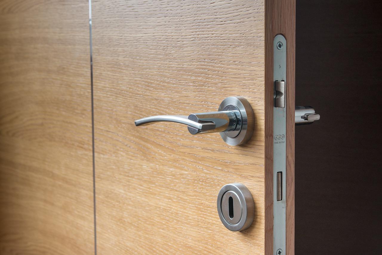 Wybierz drzwi firmowe – drzwi porta do mieszkań w Warszawie