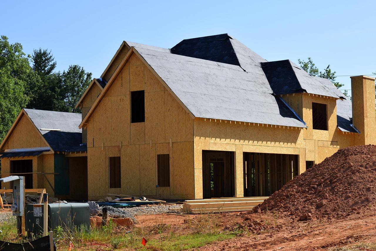 Dom czy mieszkanie? Na co się decydujemy najczęściej?