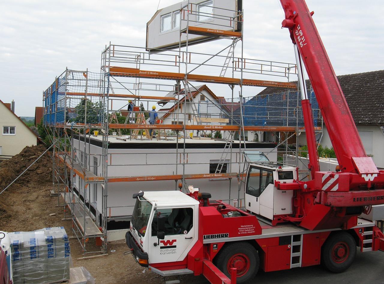 Budowa domu – kompleksowo czy etapami?